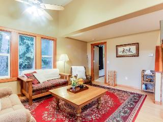 Secluded mountain lodge with beautiful Columbia River Gorge views! - Stevenson vacation rentals