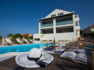 Nice Villa with Television and Trampoline - Okrug Donji vacation rentals