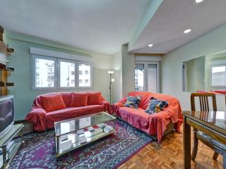 TWO BEDROOM APARMENT WITH FREE ONSITE PARKING - Madrid vacation rentals
