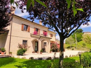 Luxury apartment with lovely pool & mountain views - Servigliano vacation rentals