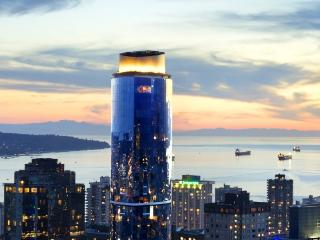 The Jewel of Downtown Vancouver - Vancouver vacation rentals