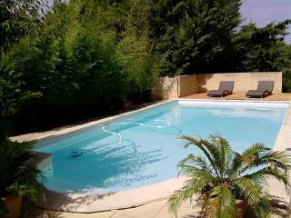 Grande villa avec piscine au coeur de la Provence - Lambesc vacation rentals