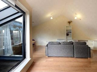 CITY CENTRAL 2 BED SPLIT LEVEL APARTMENT/DUPLEX - London vacation rentals