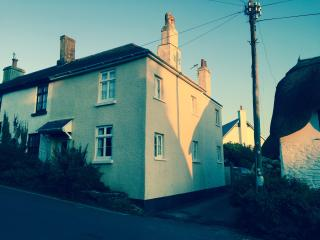 High Corner Quaint Cottage in Thurlestone - Thurlestone vacation rentals