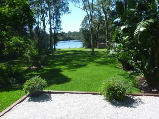 Cozy 2 bedroom Guest house in Huskisson with Deck - Huskisson vacation rentals