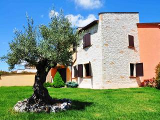 New apartment with garden and pool near Fabriano - Genga vacation rentals