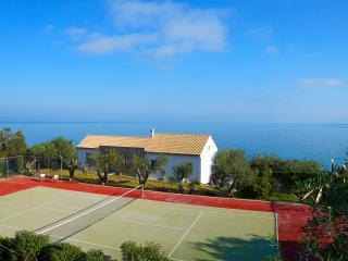 Lovely 3 bedroom Villa in Chlomos - Chlomos vacation rentals