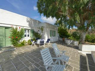 Bright 3 bedroom Sifnos Villa with Internet Access - Sifnos vacation rentals