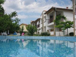 3 bed townhouse for 8, walk to  Albena beach - Kranevo vacation rentals