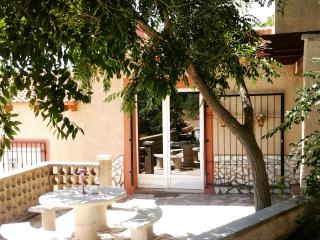 Lovely 2 bedroom Alicante Finca with Internet Access - Alicante vacation rentals