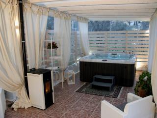 FalcoBianco B&B / Camera Deluxe ( intero piano ) - Montefalco vacation rentals