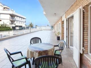 RIPOLL - Property for 6 people in PLAYA DE GANDIA - Grau de Gandia vacation rentals