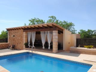 SA TANCA DEN PERA - Property for 8 people in Campos - Campos vacation rentals