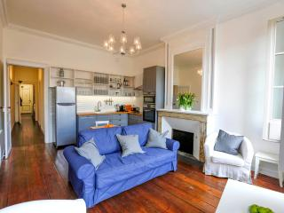 Bordeaux Grand Bell - central, 2 bed, 2 bathroom - Bordeaux vacation rentals