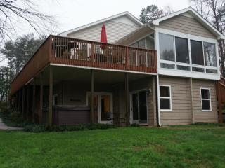 Lakeside Cottage lakefront, private dock, hot tub - Lake Norman vacation rentals