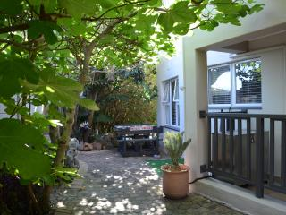 Comfortable Condo with Shared Outdoor Pool and Satellite Or Cable TV - Hartenbos vacation rentals