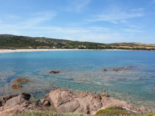 APPARTAMENTO IN VILLA A 30 METRI DALLA SPIAGGIA - Isola Rossa vacation rentals