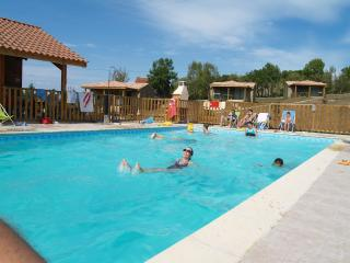 Village de gites (5 chalets) en Aveyron - Monteils vacation rentals