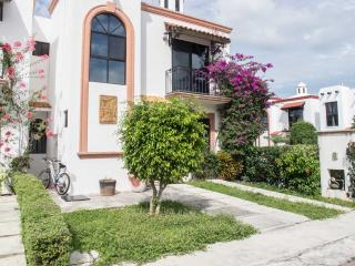 LUXURIOUS HOUSE FOR RENT CANCUN MEXICO FOR 8 PAX - Cancun vacation rentals