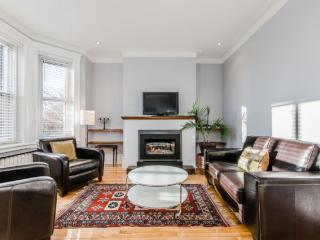 Furnished luxurious upper duplex with 3 rooms - Montreal vacation rentals