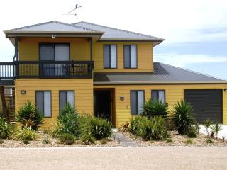 EXPRESSIONS ON ELLERY @ Moonta Bay - Moonta vacation rentals