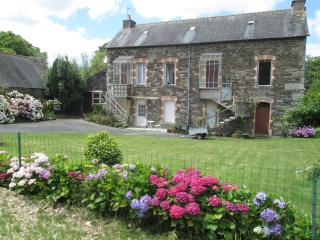 1 bedroom family sized accommodation - Mael-Carhaix vacation rentals