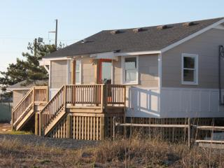 Tandem Cottage: Easy Beach Access with Sound Views - Nags Head vacation rentals