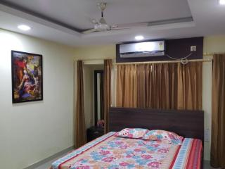 Luxurious Stay at Homely Price - Kolkata (Calcutta) vacation rentals