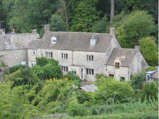Beautiful Grade 2 listed holiday cottage - Bisley vacation rentals