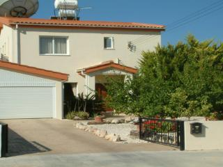 Detached holiday villa with private pool & hot tub - Geroskipou vacation rentals