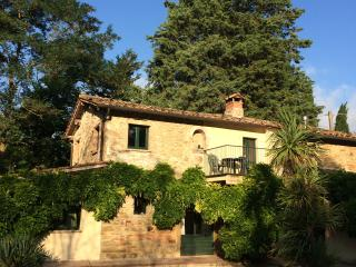 Farmhouse with pool in Shady Garden - San Giovanni del Pantano vacation rentals