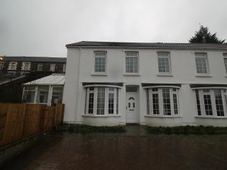 5 Bed House in heart of pontypridd - Pontypridd vacation rentals