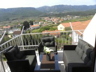 Simple, near the sea, near the center A4 (2+1) - Jelsa vacation rentals
