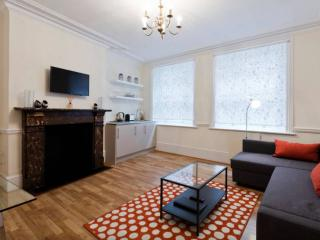 St Paul's/City in great British pub - London vacation rentals