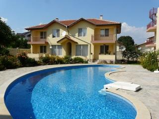 Ground floor 2 bed with patio, 700 m fr the beach - Kranevo vacation rentals