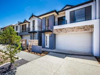 Swan Valley Townhouse - enjoy Perth's wineries - Ellenbrook vacation rentals