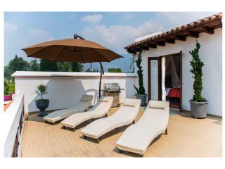 Jaccuzi,Sauna,Pool, Tennis courts! - Antigua Guatemala vacation rentals