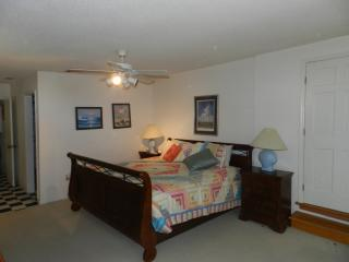 Nice House with Dishwasher and Long Term Rentals Allowed (over 1 Month) - Bluffton vacation rentals