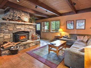 Empey Pet Friendly Home - Pool Table, Hot Tub - Carnelian Bay vacation rentals