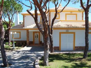 Villa Abrigo in beautiful Praia Verde - Castro Marim vacation rentals