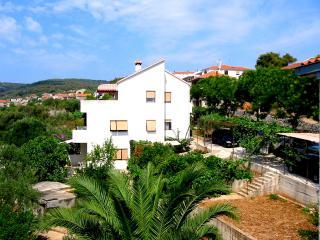 Studio avec une terrasse dans une teinte naturelle - Slatine vacation rentals