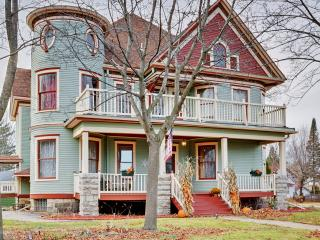 Stately Recently Renovated 6BR Shawano Victorian House w/Wifi, 3 Fireplaces & 4 Covered Porches - 30 Minutes to Lambeau Field! Close to Shawano Lake, Restaurants, Shops & More - Shawano vacation rentals