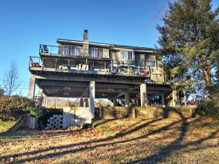 Recently Renovated 3BR Point Pleasant Home w/Wifi, Expansive Deck & Spectacular Delaware River Views – Directly Located on the Delaware River! - Point Pleasant vacation rentals