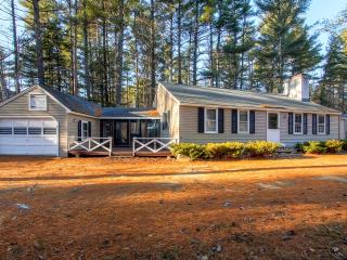 Gorgeous 3BR Cabin-Style North Conway Home w/Wifi, Game Room & Breathtaking Mountain Views - Close to White Mountain Ski Areas! - North Conway vacation rentals