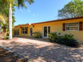 New Listing! 'Casa Bougainvillea' Marvelous 3BR House w/Wifi, Privacy Fence & Expansive Lanai - Awesome Location Near Beach, Restaurants & Much More! - Boca Raton vacation rentals