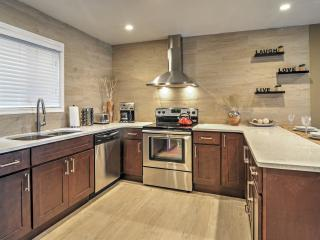 New Listing! Newly Renovated 4BR Tannersville Townhome in the Village of Camelback w/Wifi, Private Balcony & Tremendous Community Facilities - Situated in the Heart of the Poconos! Walk to Camelback Ski Slopes/Camelbeach Waterpark! - Tannersville vacation rentals