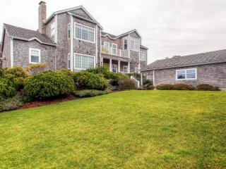 New Listing! Stunning 4BR Gearhart Home w/Wifi, Fully Equipped Kitchen, Gorgeous Interior & Views of the Ocean – Minutes from the Beach! - Gearhart vacation rentals