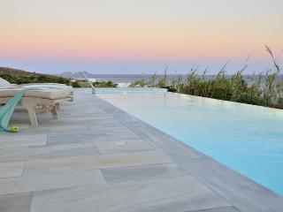 Comfortable 5 bedroom Villa in Kalafatis - Kalafatis vacation rentals