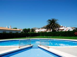 3 bedroom House with Shared Outdoor Pool in L'Estartit - L'Estartit vacation rentals