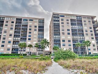 New Listing! Awesome 2BR Indian Rocks Beach Condo w/Wifi, Pool Access, Private Balcony & Incredible Gulf Views - Prime Beachfront Location! Near Golf, Water Activities & More - Indian Rocks Beach vacation rentals